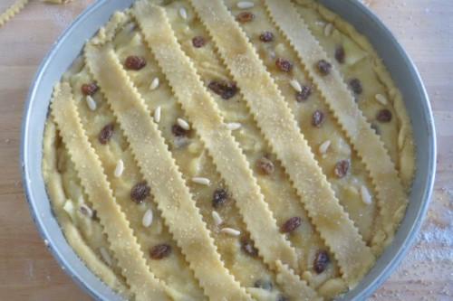 crostate,crema pasticcera, mele, pasta frolla, pinoli, torte, cucina, ricette, ricetta, uvetta