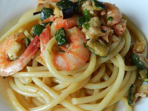 cucina, ricette, primi con pesce, melanzane,  ricetta, zucchine, pasta, melanzane, gamberi, primi piatti